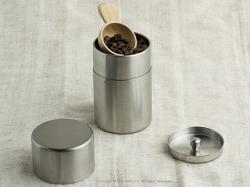 作家が作った木のコーヒーメジャースプーン使用例
